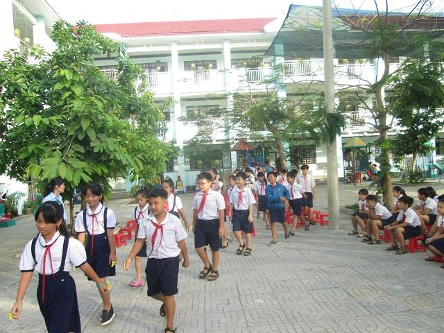 trường học tân xuân giàn giáo trần gia